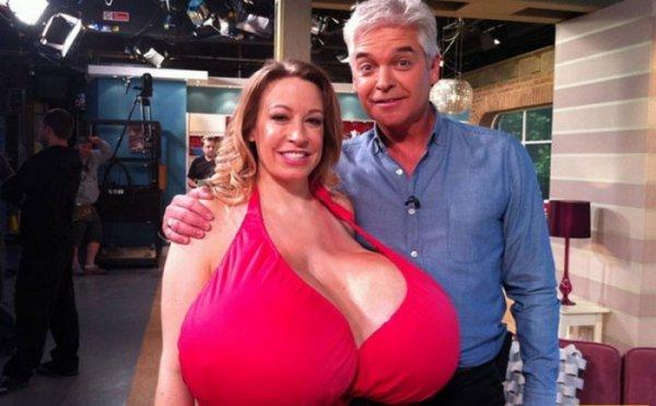 Топ-5 женщин с самой большой грудью