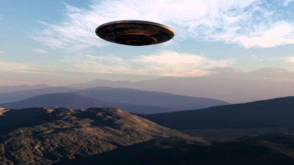 В Канаде под прицелом камер оказался загадочный НЛО в форме ракеты
