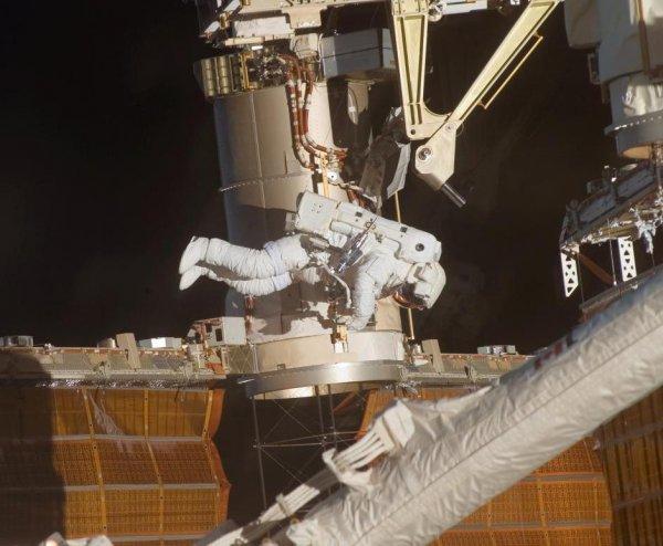Учёные: Открытый космос вреден для здоровья?