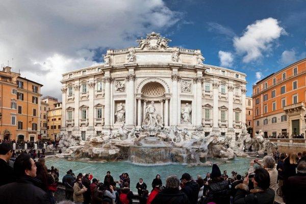 В Риме начали контролировать туристов возле фонтана Треви