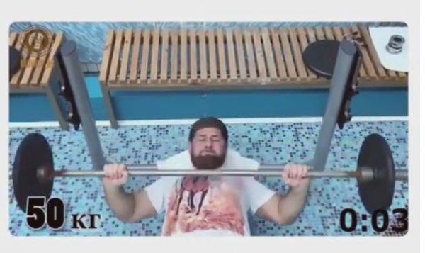 Сеть покорило видео, как Кадыров поднял штангу 50 раз за 40 секунд