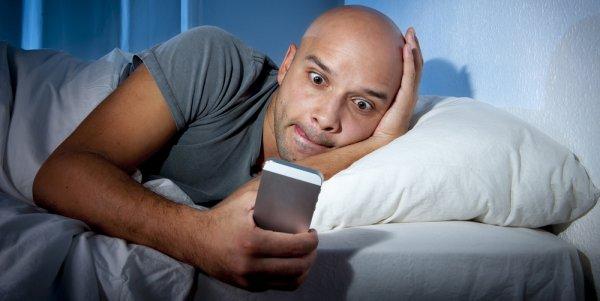 Учёные: Американцы пользуются смартфоном даже во время секса