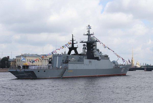 В параде Дня ВМФ в Североморске приняли участие 30 кораблей и подлодок