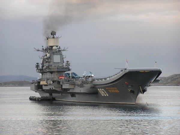 Североморск: в военно-морском параде в честь Дня ВМФ приняли участие 30 кораблей и подлодок
