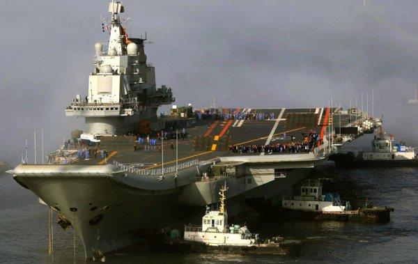 30 единиц морского транспорта участвовали в параде в честь Дня ВМФ в Североморске