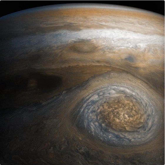 NASA показало снимок Малого красного пятна Юпитера