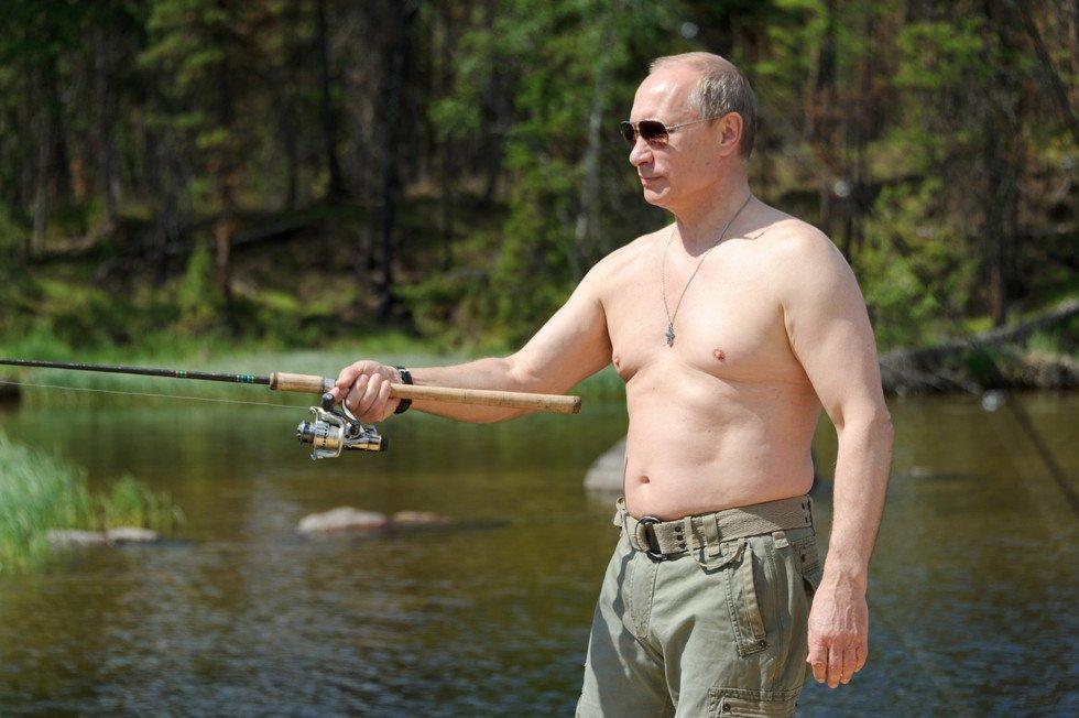 Западные СМИ прокомментировали снимки Путина на рыбалке