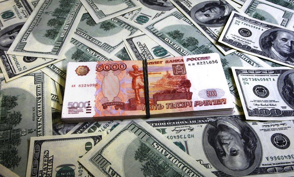 Руб. настарте торгов уступил доллару иевро