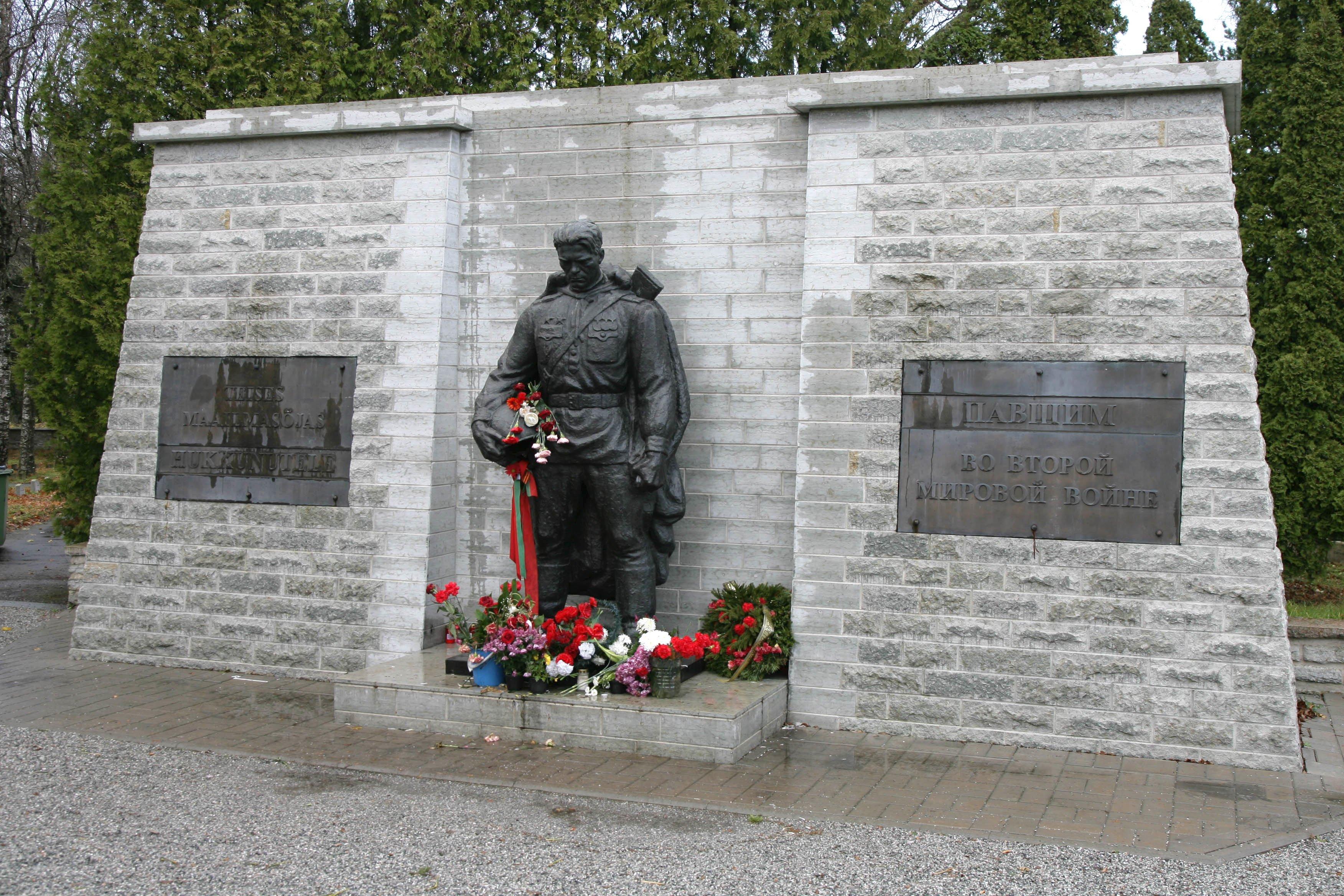 Вэстонском посёлке Синимяэ перезахоронили останки 202 советских воинов