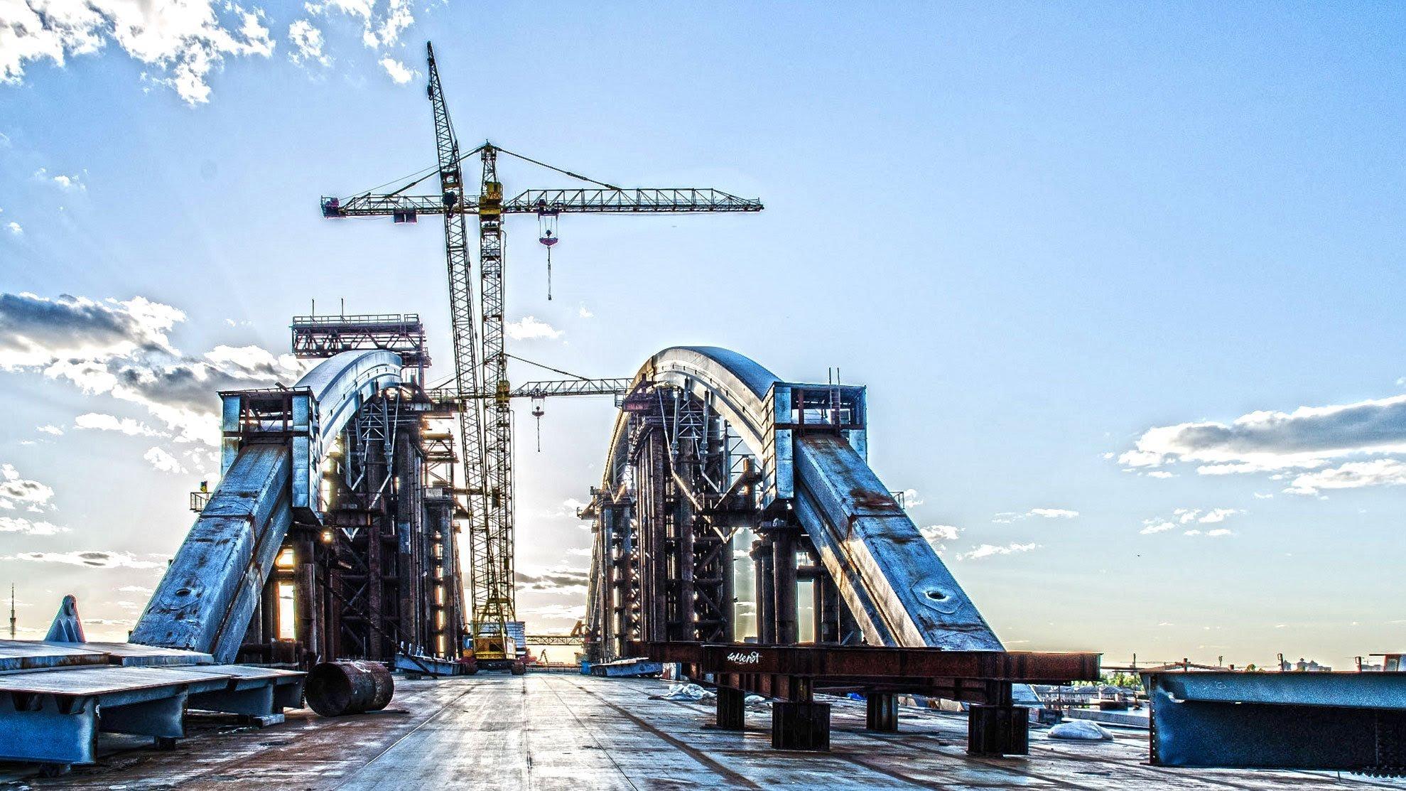 Число претендентов настроительство новосибирского моста уменьшилось до 2-х