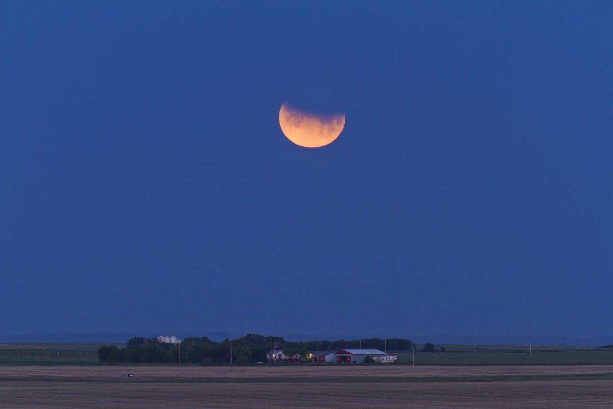 Уфологи зафиксировали сотни НЛО вовремя лунного затмения 7августа