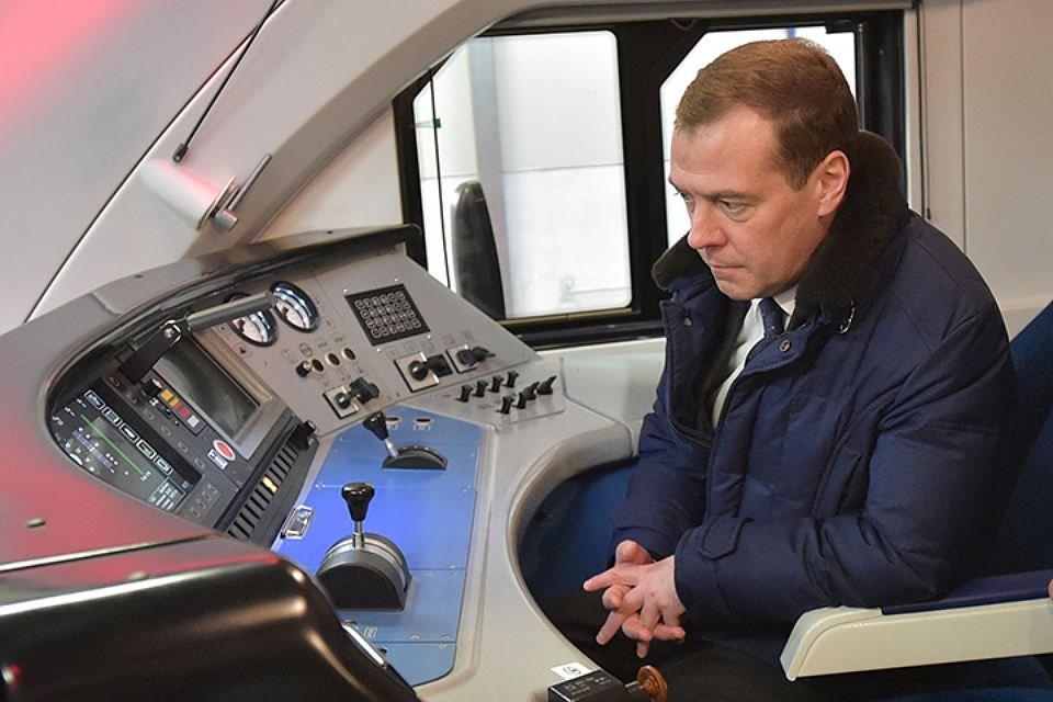 Медведев поручил обеспечить создание инфраструктуры для беспилотного транспорта вРФ