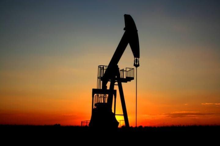 Нефть одолела  отметку в53 доллара
