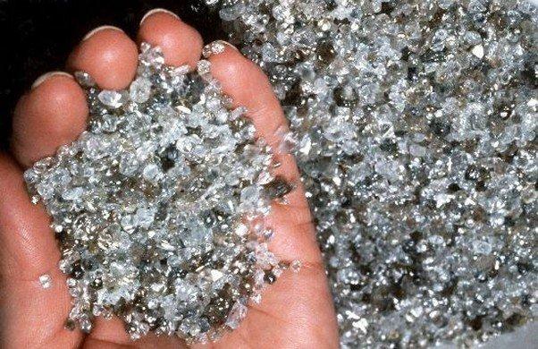 Работники таможни вДомодедове предотвратили контрабанду бриллиантов на14 млн руб.