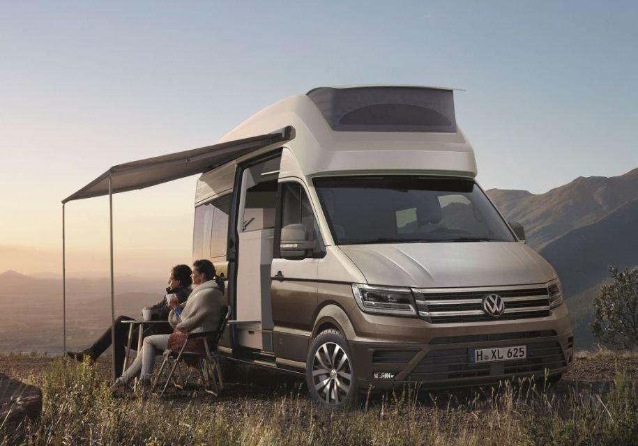 Volkswagen Crafter представили в виде двухэтажного дома на колесах