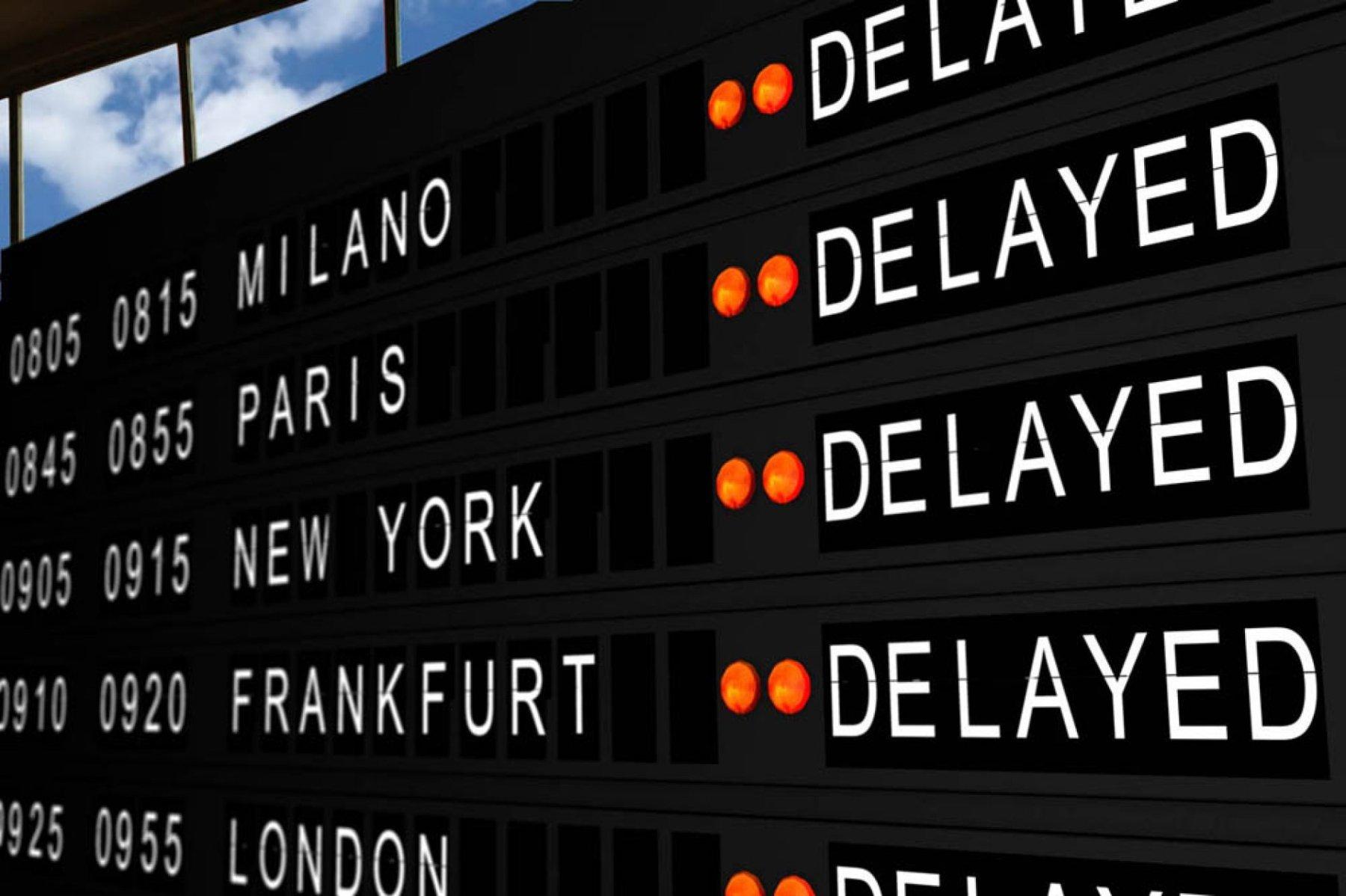 Ваэропорту Пекина из-за ливней отменены неменее 1,2 тыс. рейсов