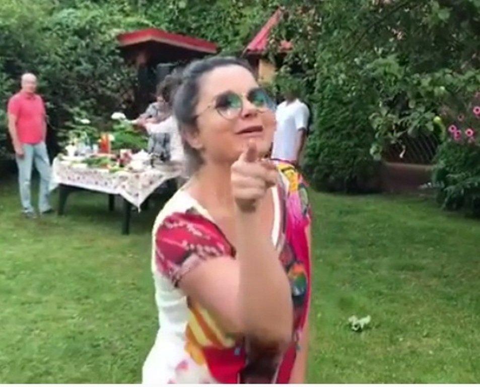 Королева эпатажа без трусов, огромные бабы секс фото
