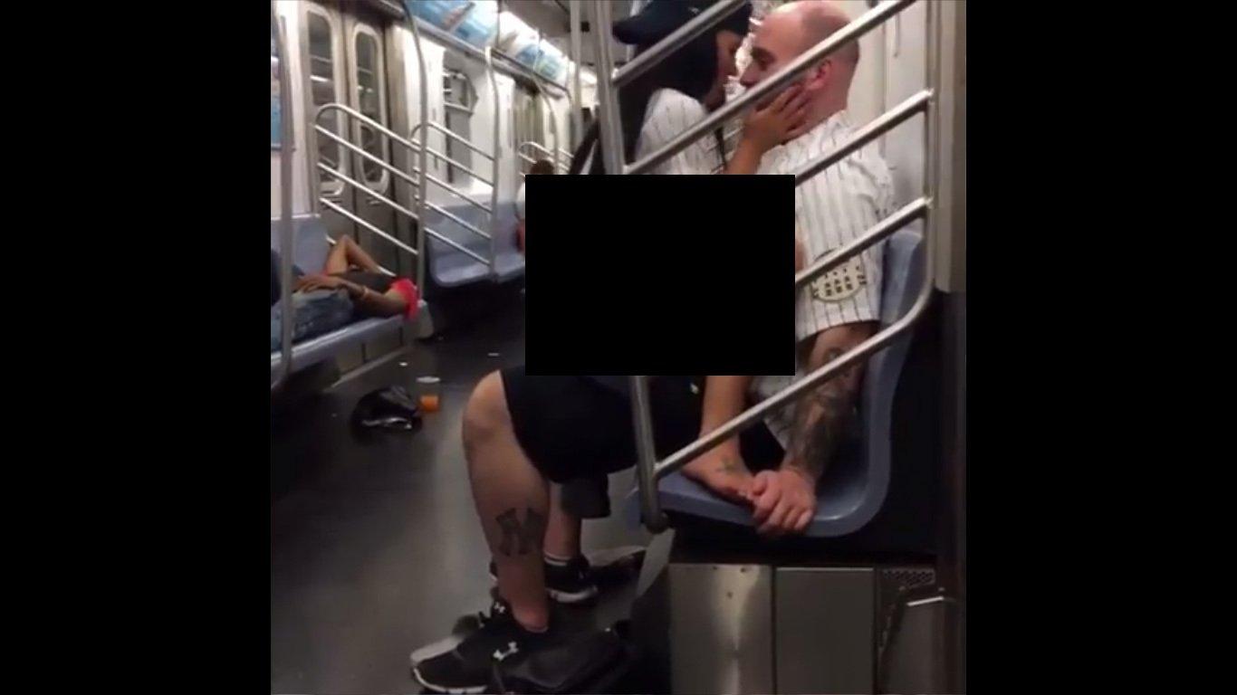 Пара секс в берлинском метро видео