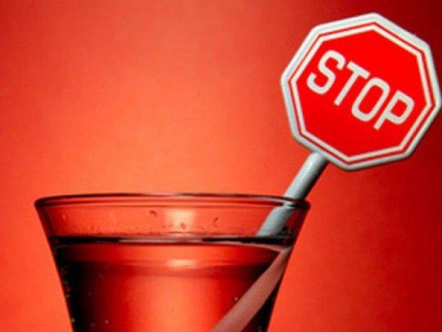 Практически 40% граждан России полностью отказались оталкоголя