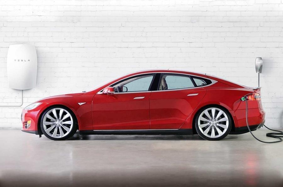Tesla установит вдомах клиентов розетки для зарядки электрокаров