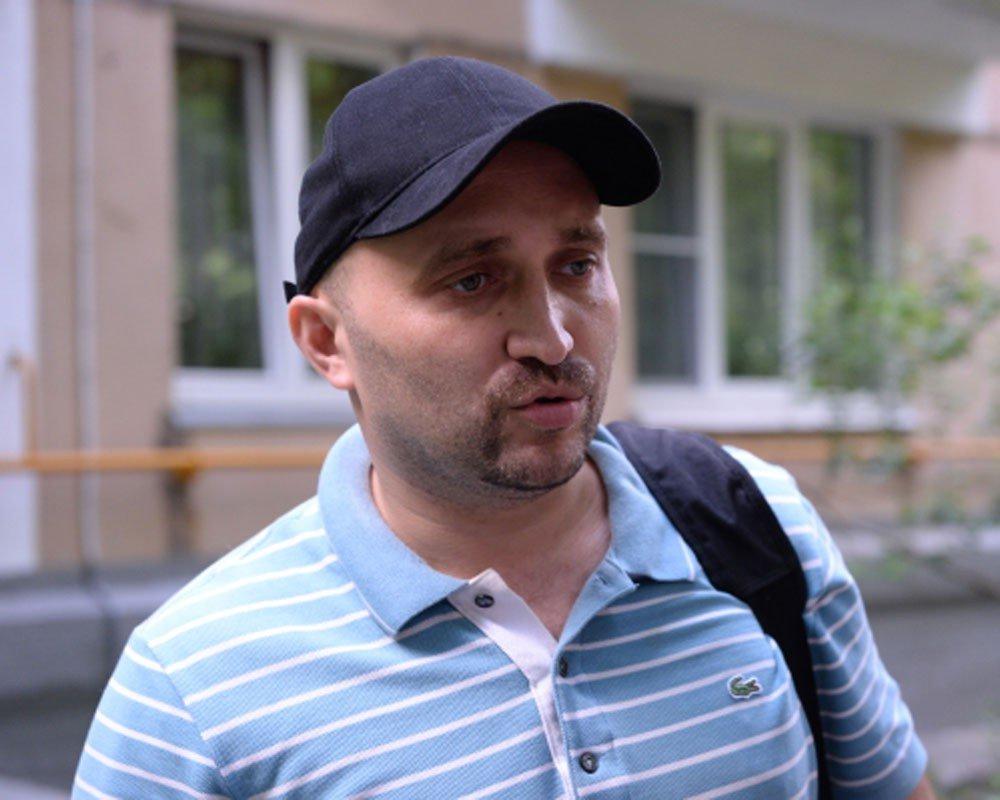 Активист обвинил служащих Росгвардии вразрыве связок руки из-за парковки около мэрии