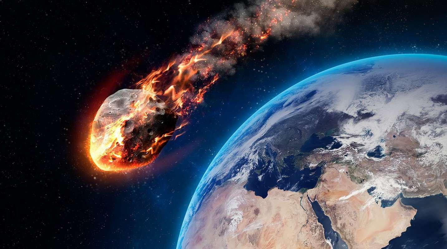 КЗемле летит огромный  астероид