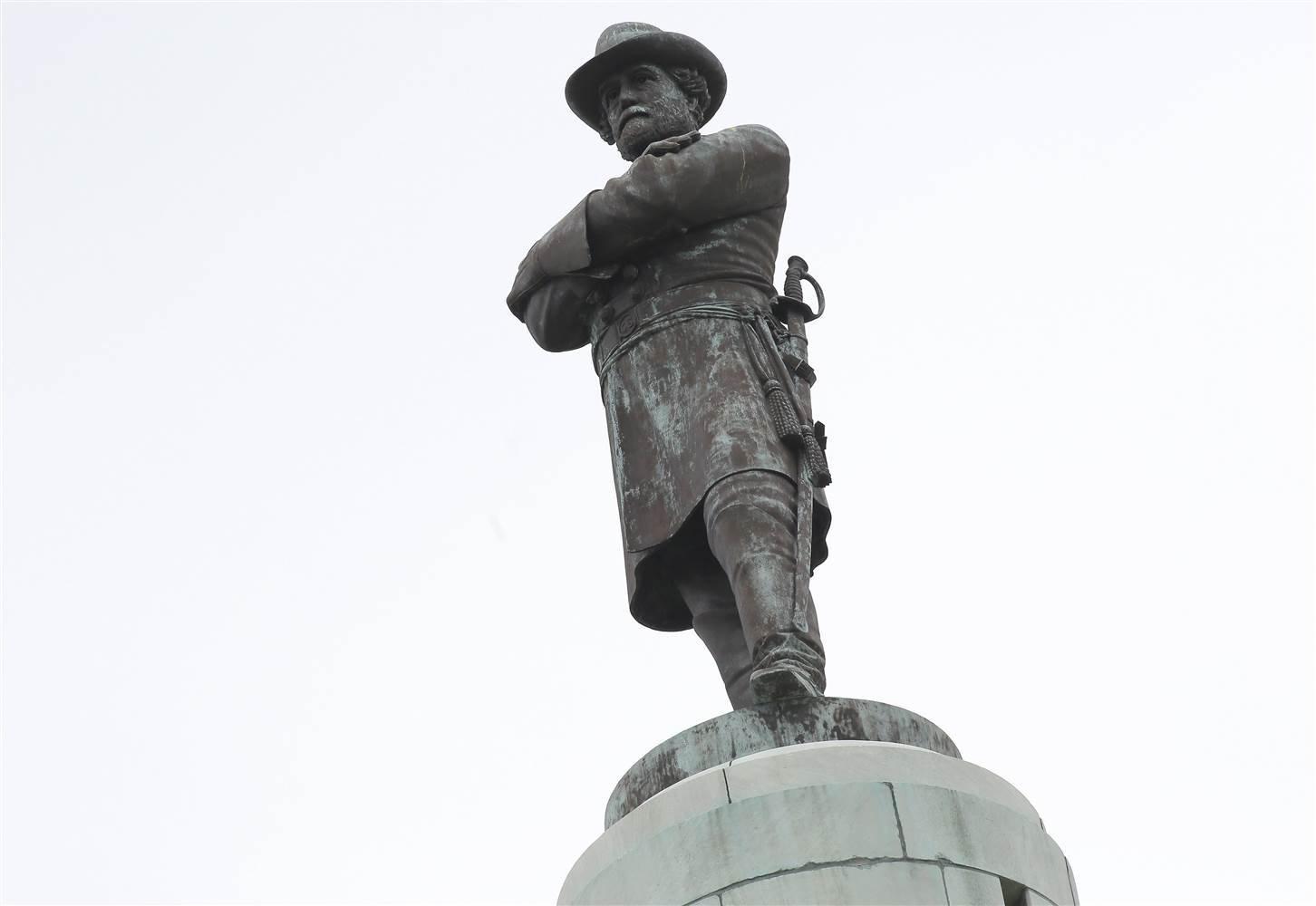 Институт вСеверной Каролине убрал сосвоей территории статую генерала конфедератов