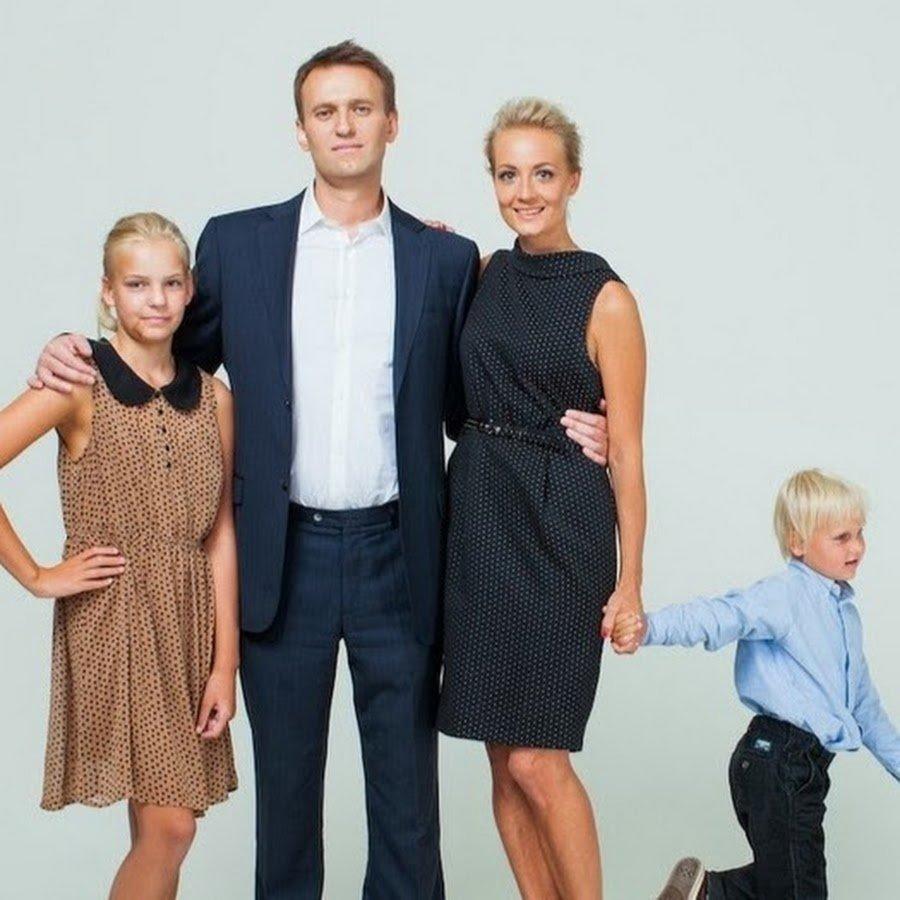 корреспондент передает, фото навального с семьей там фото полевой