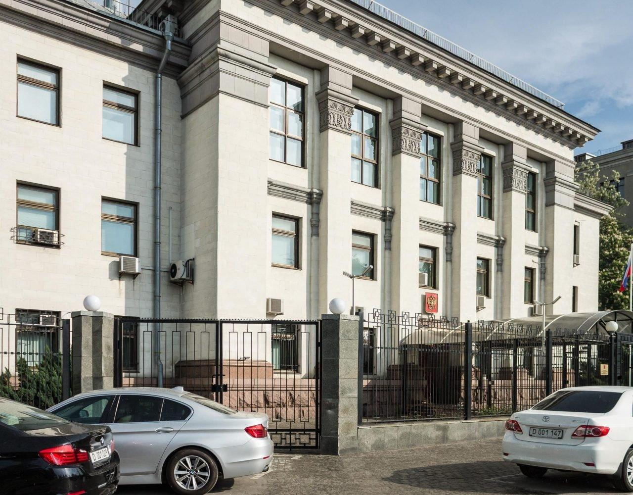 Машина посольства Российской Федерации протаранена встолице Азербайджана