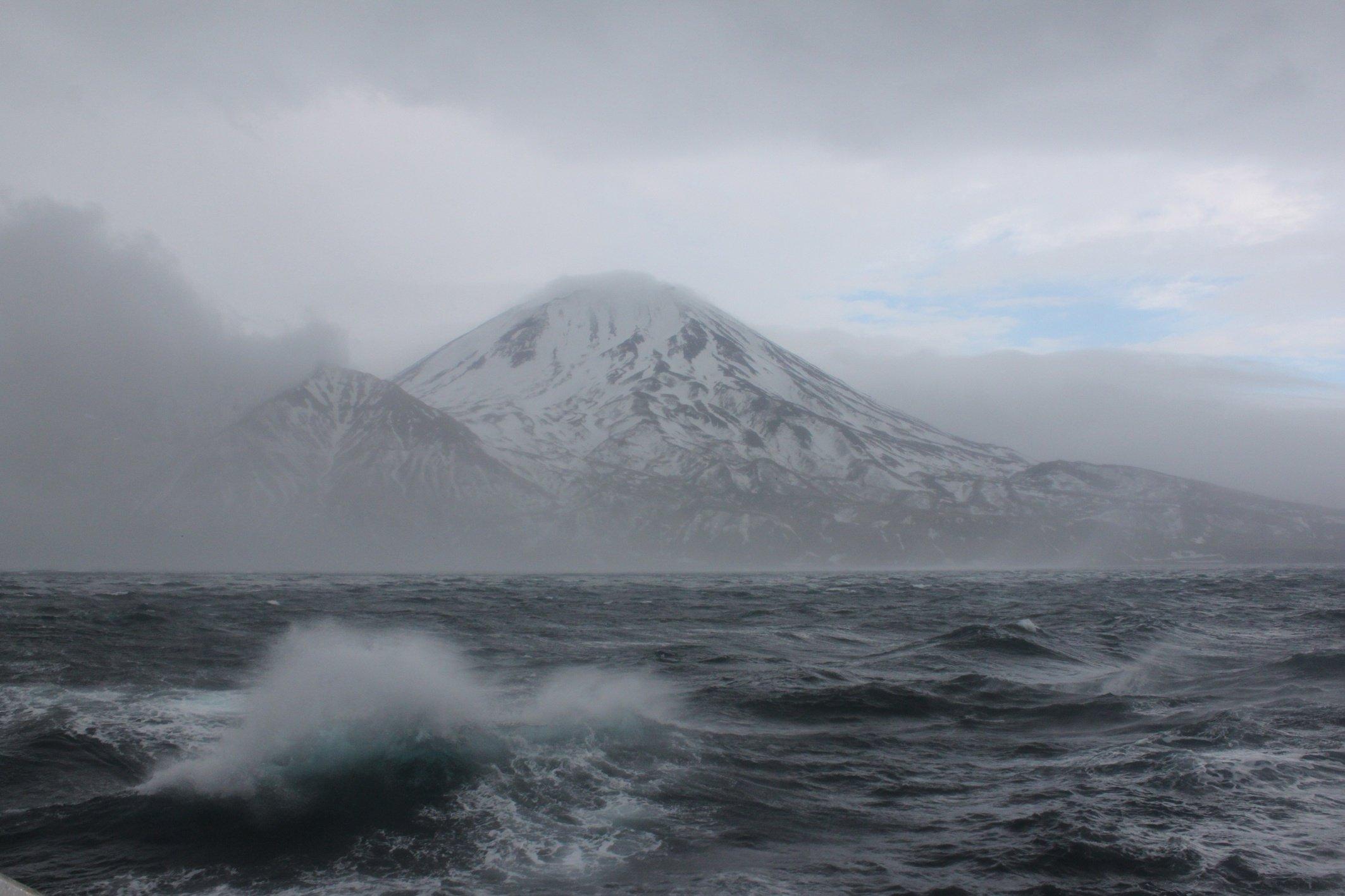 Ученые острова Матуа подняли содна загадочный военный корабль