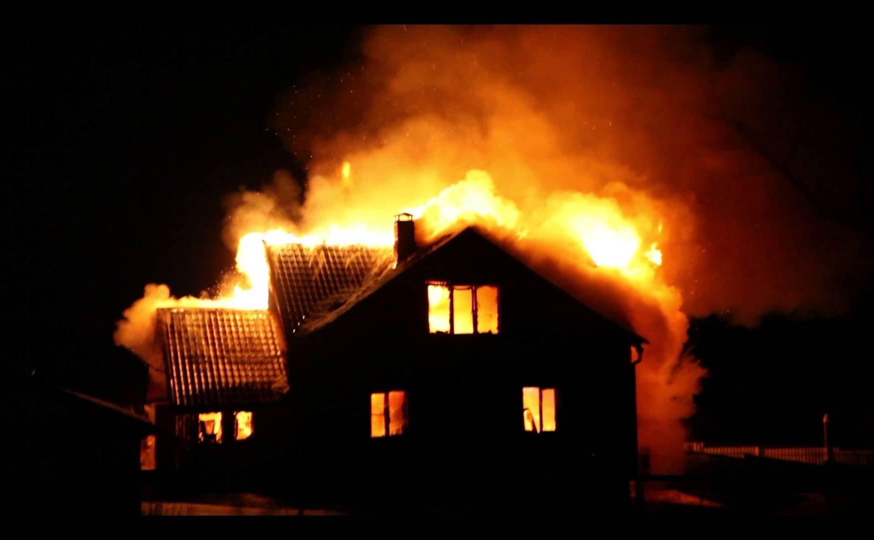 ВДмитровском районе напожаре вдачном доме погибли мужчина иженщина
