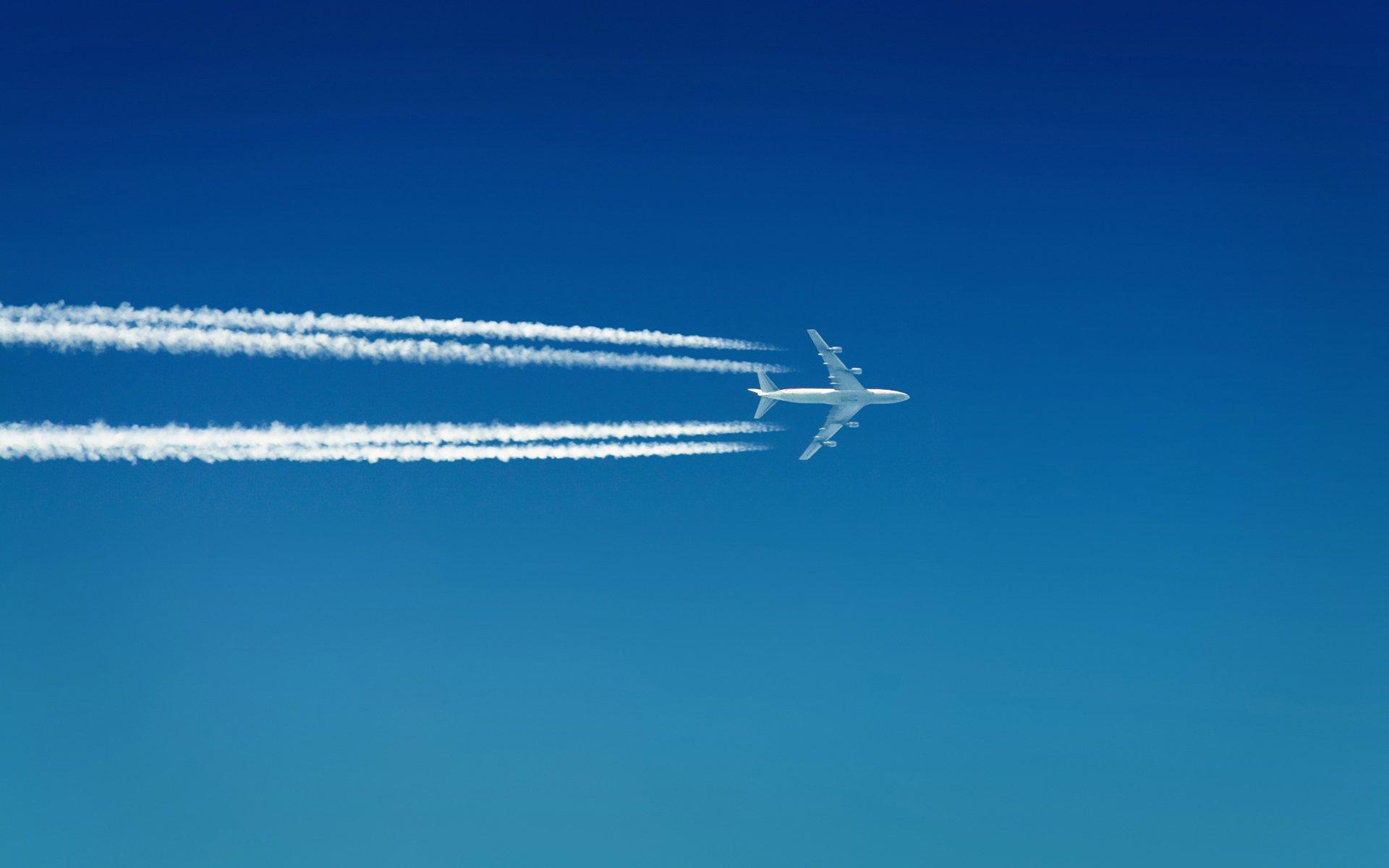 Летевший изЛондона вИбицу самолет экстренно сел воФранции