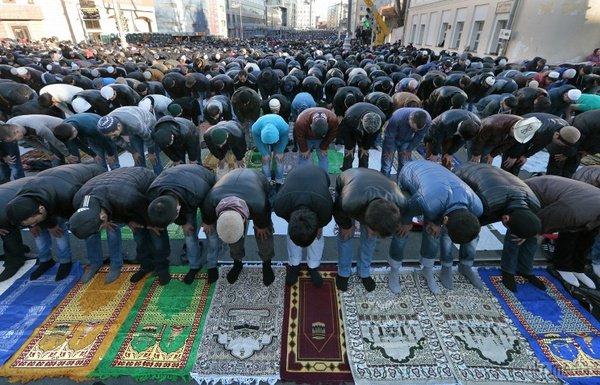 Мусульмане пригласили Собянина на празднование Курбан-байрам в Москве
