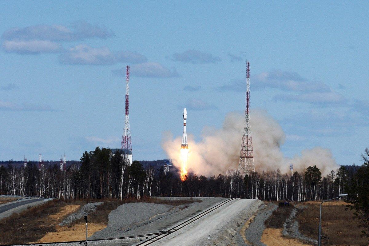Четыре отправленных Союзом спутника не выходят на связь