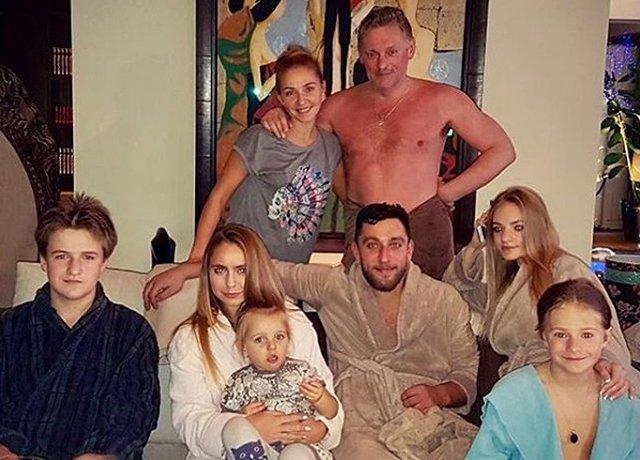 Песков объявил, что не будет объяснять информацию о собственной семье