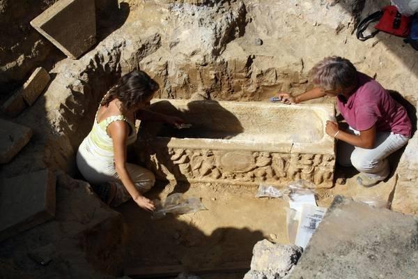 В Риме во время раскопок около стадиона нашли древние саркофаги