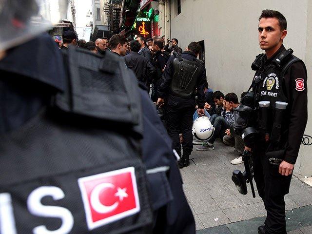 СМИ проинформировали овзрыве пассажирского автобуса втурецком городе Измир