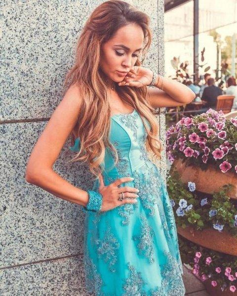 У Анны Калашниковой снова заметили «беременный» живот