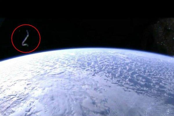 Спутники пришельцев захватили орбиту Земли: Почему NASA скрыло этот факт от человечества?