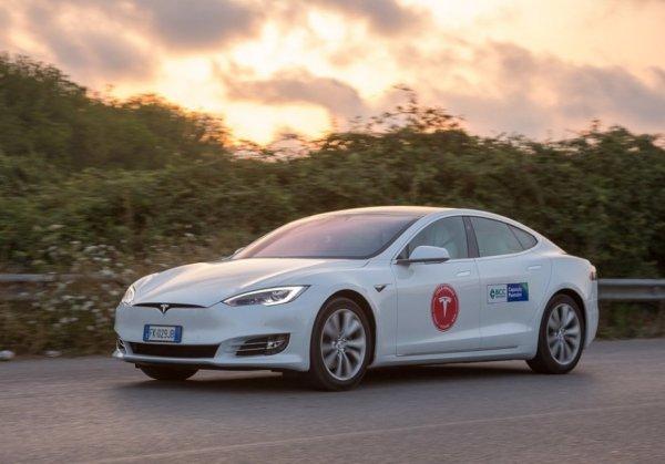 Tesla Model S проехала без подзарядки больше 1000 км