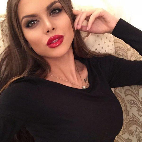 Виктория Одинцова удивила интернет интимным фото с подругой