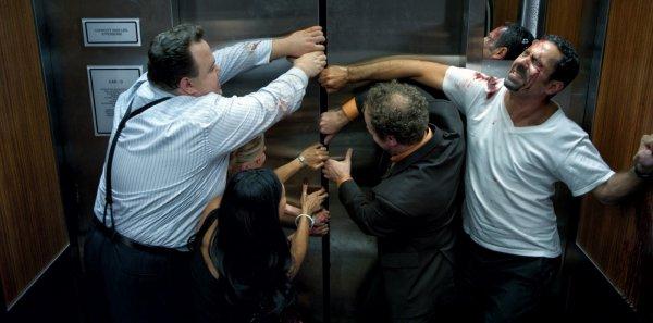 В жилом доме Челябинска сорвался лифт с пассажирами