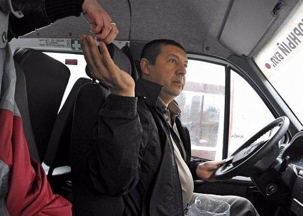 В Петербурге водитель маршрутки насмерть сбил туристку из Франции