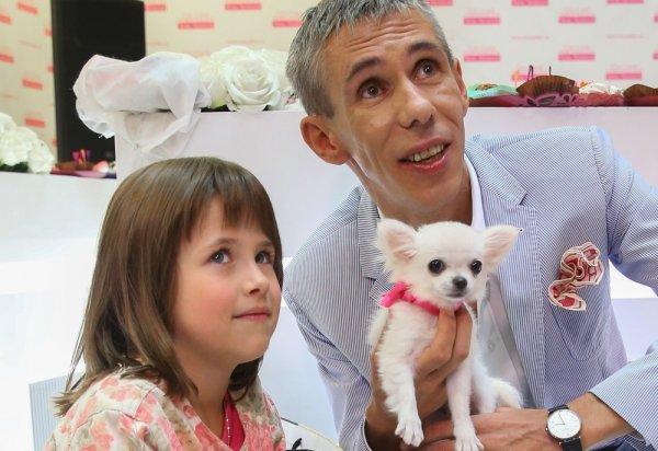 Алексей Панин учил дочь жизни, закрыв ей рот рукой