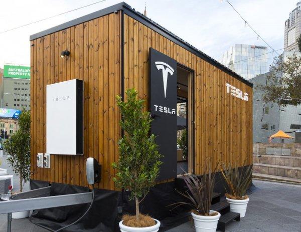 Tesla представила проект Tiny House – мобильный дом на солнечных батареях