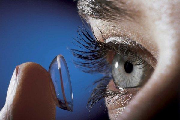 Ученые сообщили о распространенных ошибках в использовании контактных линз