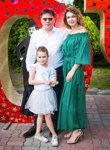 Евгения Брик с мужем и дочкой посетили кинофестиваль «Короче» в Калининграде