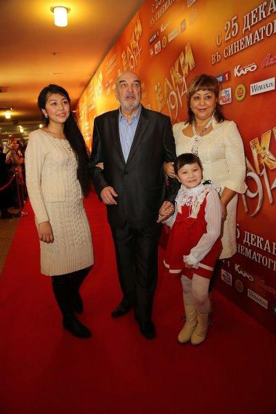 Жену покойного Алексея Петренко уличили в измене