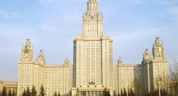 Ограничения скоростного режима на МГУ введут после езды авто по газону университета