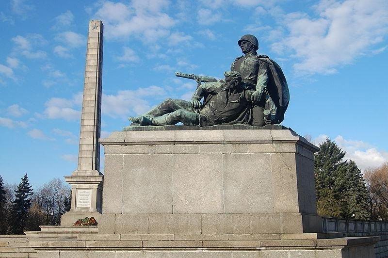 «Источник истерии— Вашингтон»: вВаршаве прошел митинг против сноса монументов Красной армии